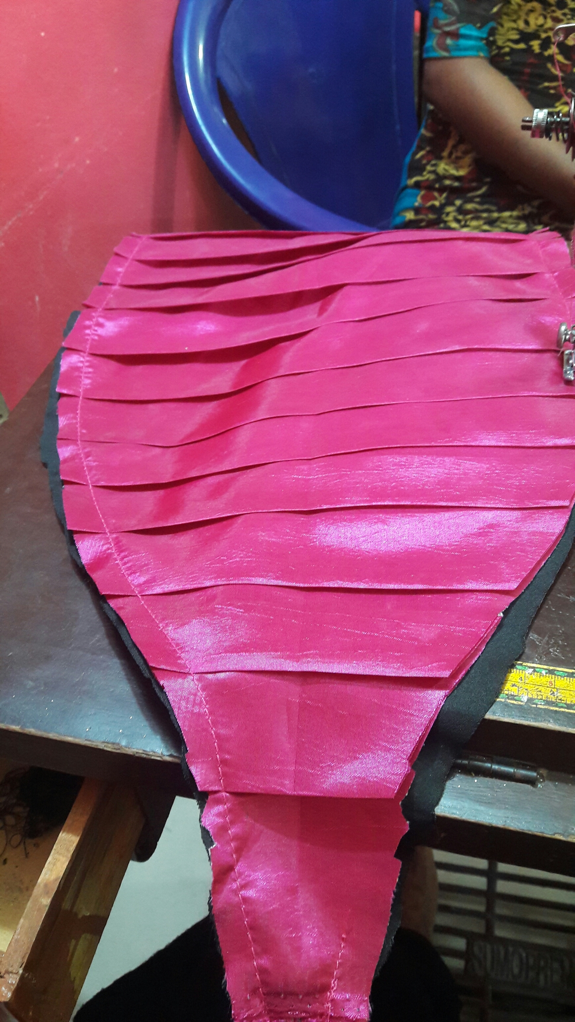 How I made the side pleats and rose.